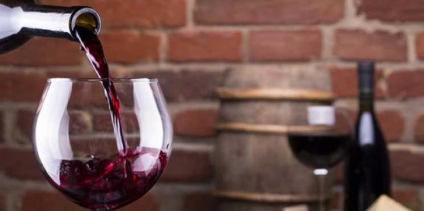 Ευχηθείτε χρόνια πολλά με ένα ποτήρι κόκκινο κρασί, για το καλό…  των ματιών σας.